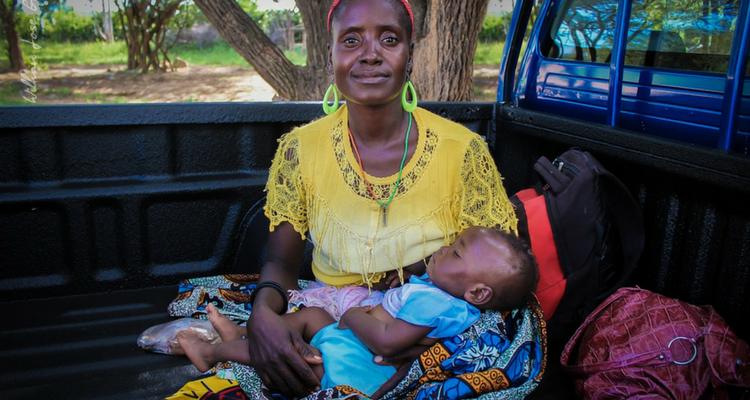 750 x 400 femme avec un enfant - Afrolivresque
